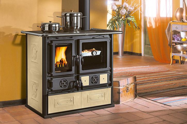 La cuisini re bois pour cuisiner et chauffer votre pi ce for Chauffage central au bois